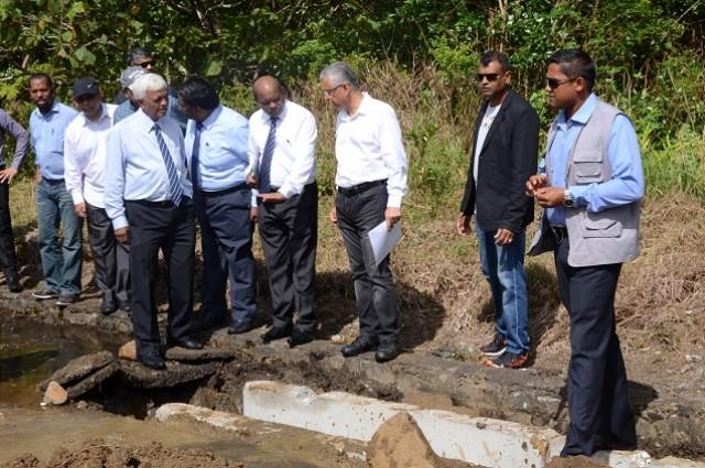 Maha shivaratri site visit du premier ministre au grand bassin radio one - Bassin canard mauritius saint paul ...