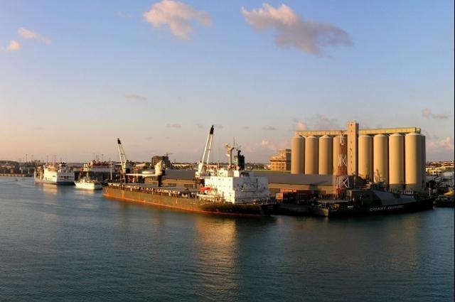 Freeport le port franc mauricien l un des plus prometteurs en afrique subsaharienne radio one - Le plus grand port en afrique ...